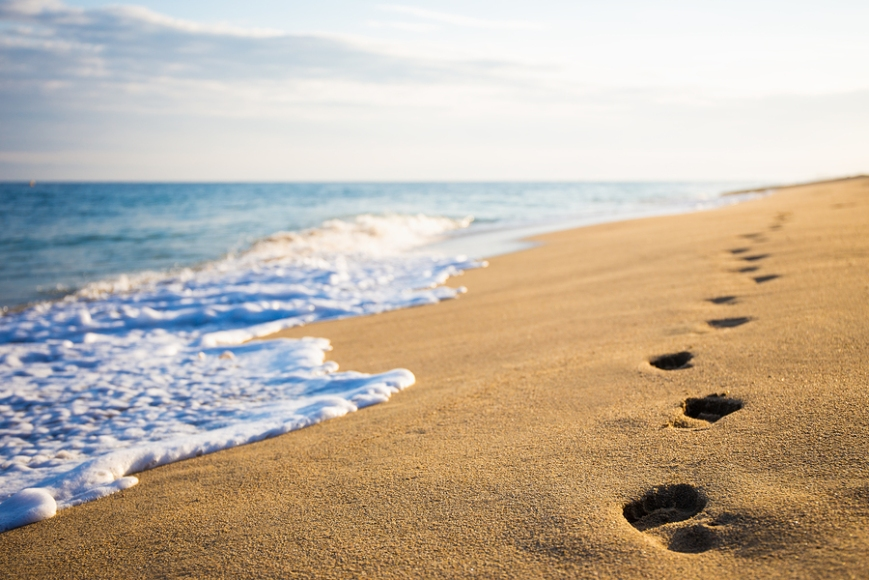 footprints on the sand, a short love poem